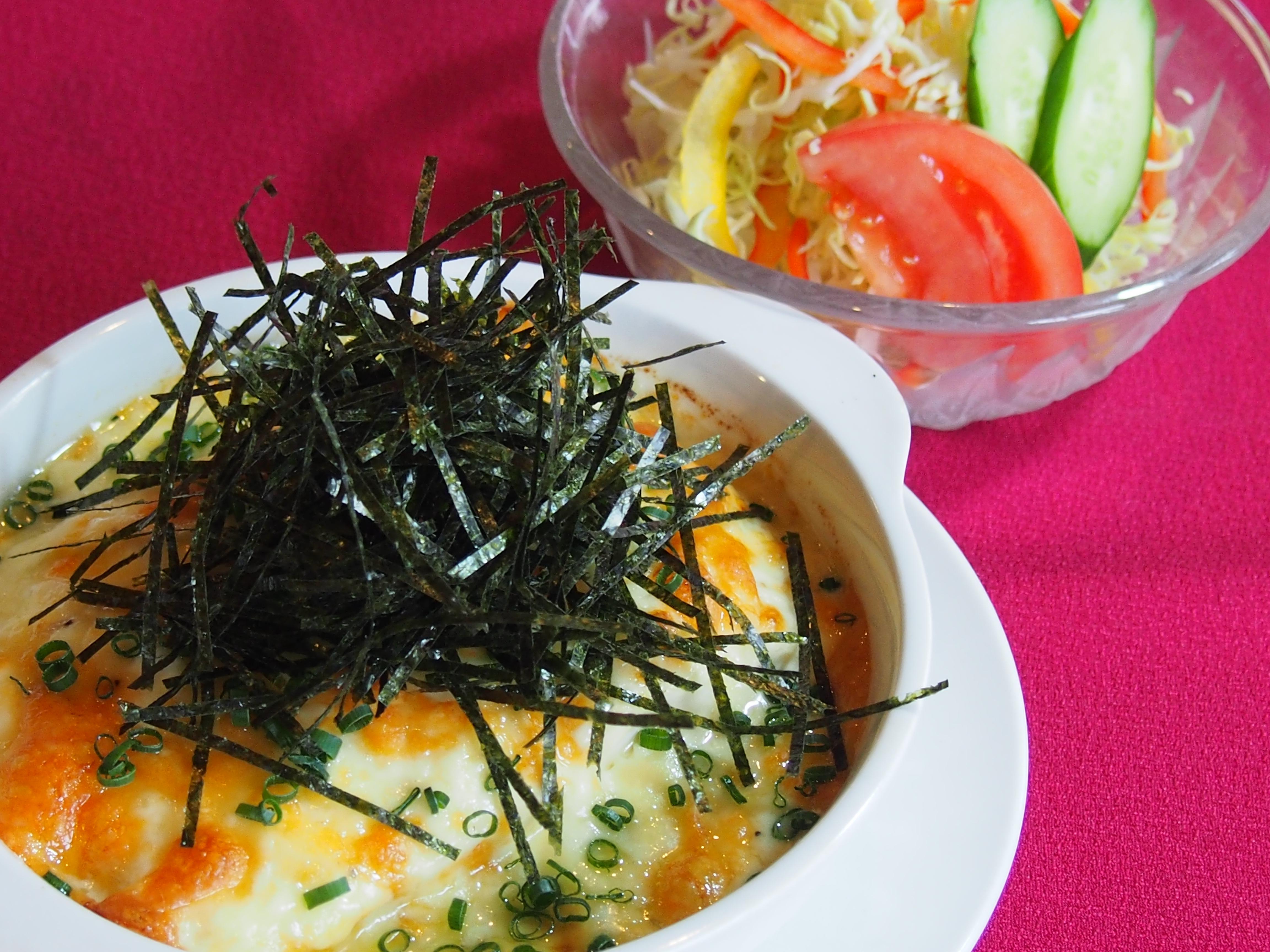 焼きチーズナポリタン(サラダ付)